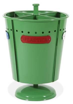 IMPIANTO GREEN per 4 tipologie di rifiuti con anelli fermasacco e base in cemento