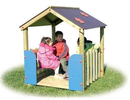 CASA FAMILY in legno con tetto a due falde e n.2 panche interne