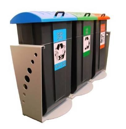 ISOLA ECOLOGICA con n.3 contenitori lt.65 in materiale plastico con coperchio e base in metallo