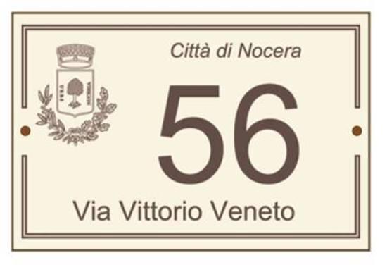 Numero civico in laminato stratificato con nome strada e nome e stemma Comune